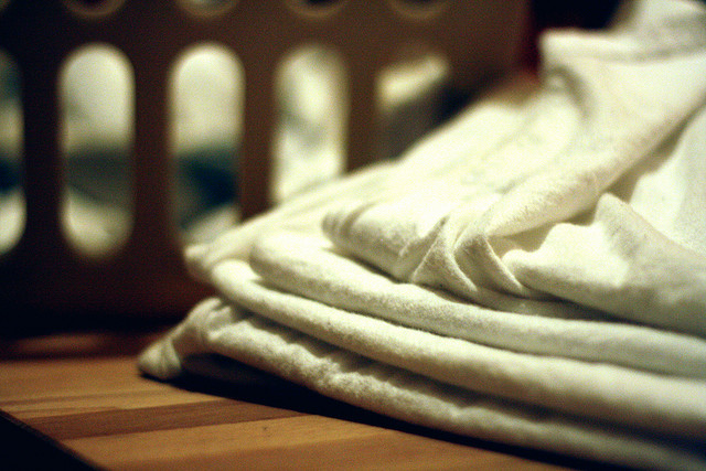 How to Use Vinegar to Deodorize Your Laundry